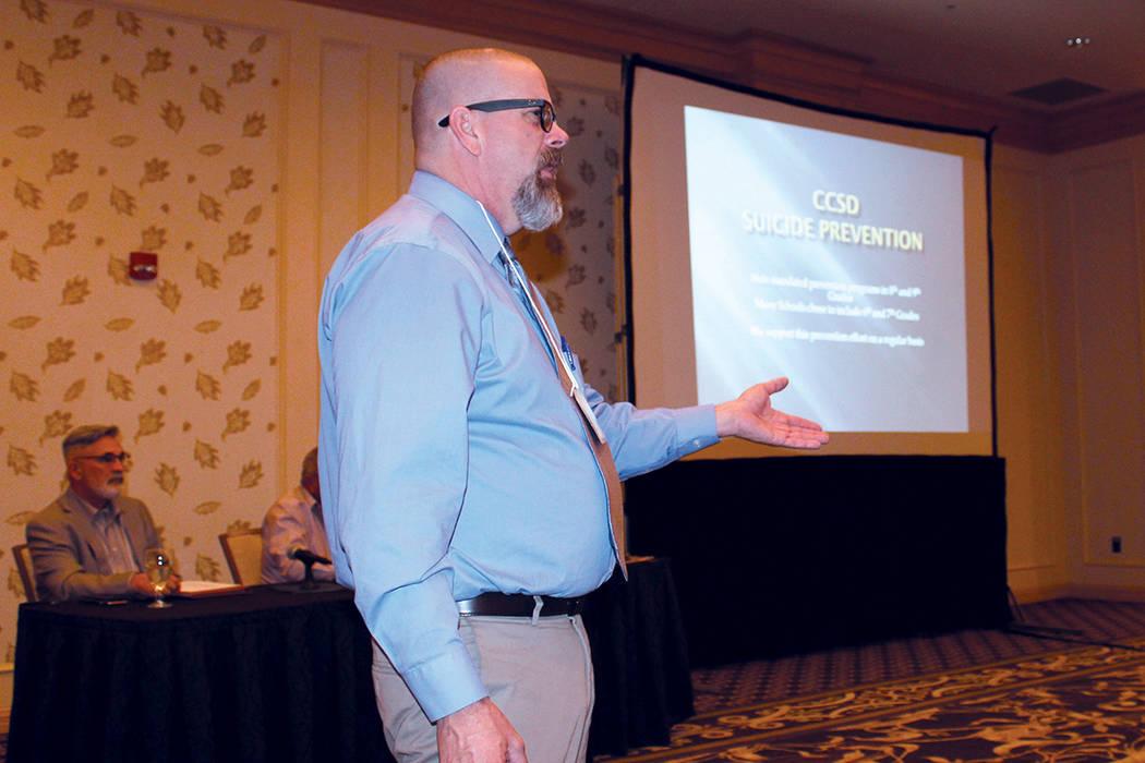 Joe Roberts, miembro del departamento de psiquiatría del CCSD, comentó que fueron 558 muertes por suicidio en Nevada durante el 2015. Fotos Goldwest, Casino, 28 de septiembre, 2017, en Las Vegas ...
