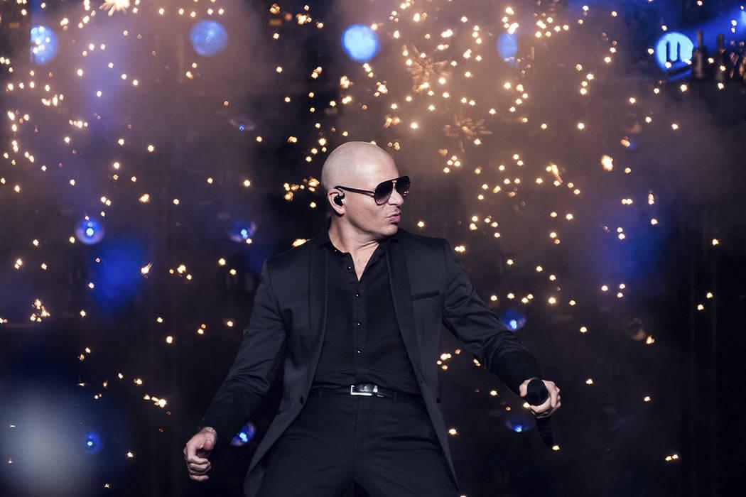 Pitbull se presenta en concierto en el Madison Square Garden el viernes 30 de junio de 2017 en Nueva York. | Foto de Charles Sykes / Invision / AP.