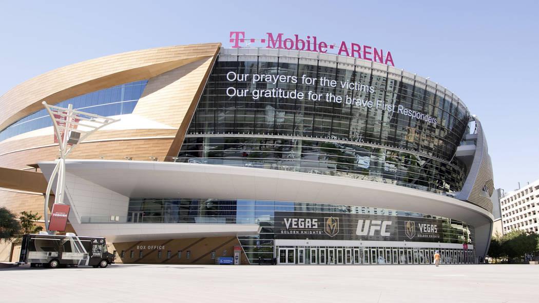 Un mensaje de la MGM Grand aparece en la carpa de T-Mobile Arena en Las Vegas, miércoles, 4 de octubre de 2017. Heidi Fang Las Vegas Review-Journal @HeidiFang