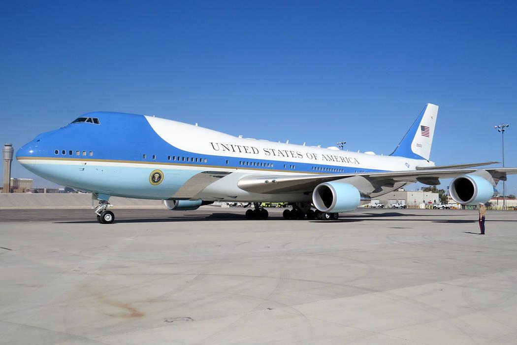 PT 1: El avión presidencial aterrizó en Las Vegas alrededor de las 9:30 am del miércoles 4 de octubre en el aeropuerto McCarran. | Foto Anthony Avellaneda / El Tiempo.