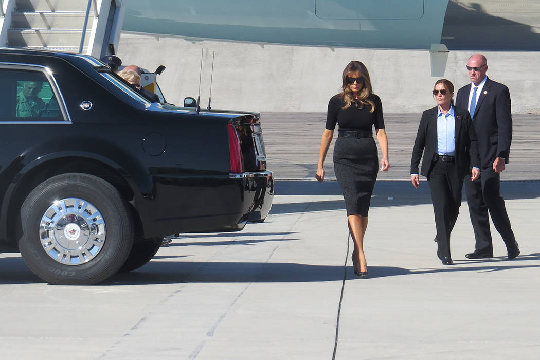 PT 4: La primera dama, Melania Trump, acompañó al presidente durante sus actividades en Las Vegas. Miércoles 4 de octubre en el aeropuerto McCarran. | Foto Anthony Avellaneda / El Tiempo.