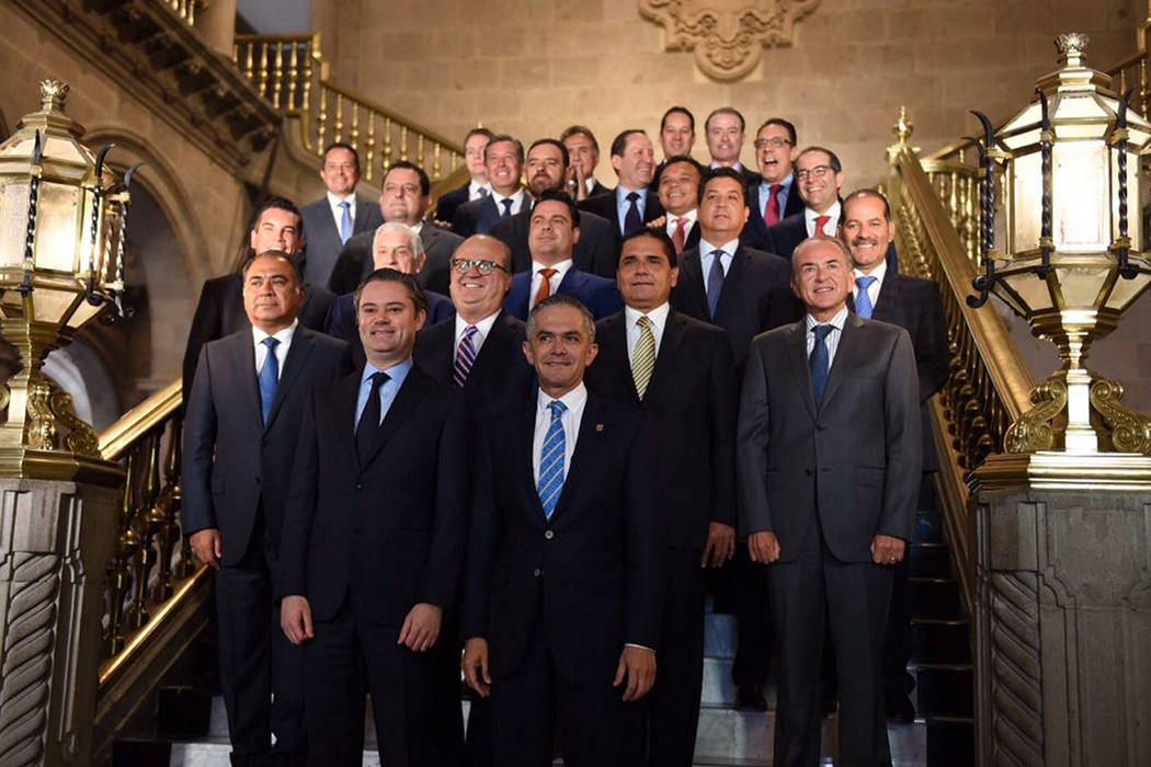 Durante la reunión de trabajo entre la Conferencia Nacional de Gobernadores y la Secretaría de Educación Pública, realizada en la Ciudad de México, el gobernador de Morelos, Graco Ramírez, a ...