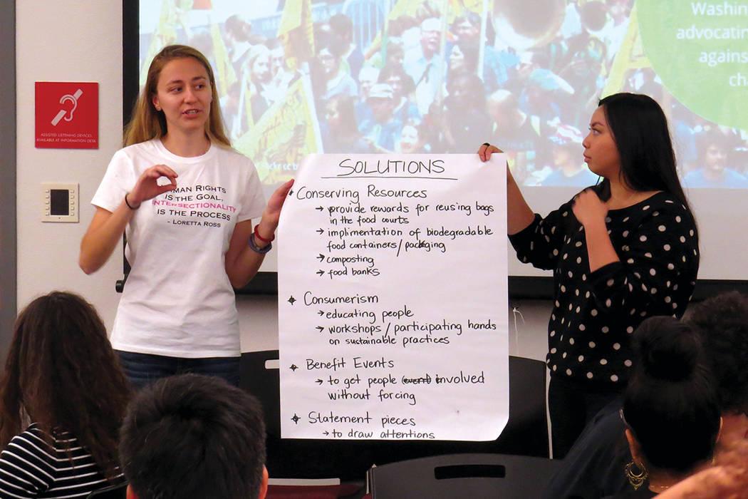 Los estudiantes crearon y expusieron ideas para preservar el medio ambiente. Jueves 5 de octubre en UNLV. | Foto Anthony Avellaneda / El Tiempo