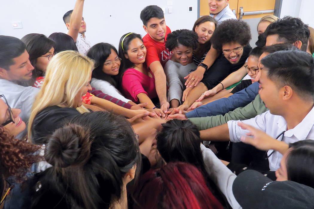 Además de informarse, los estudiantes vivieron divertidos momentos de interacción. Jueves 5 de octubre en UNLV.   Foto Anthony Avellaneda / El Tiempo