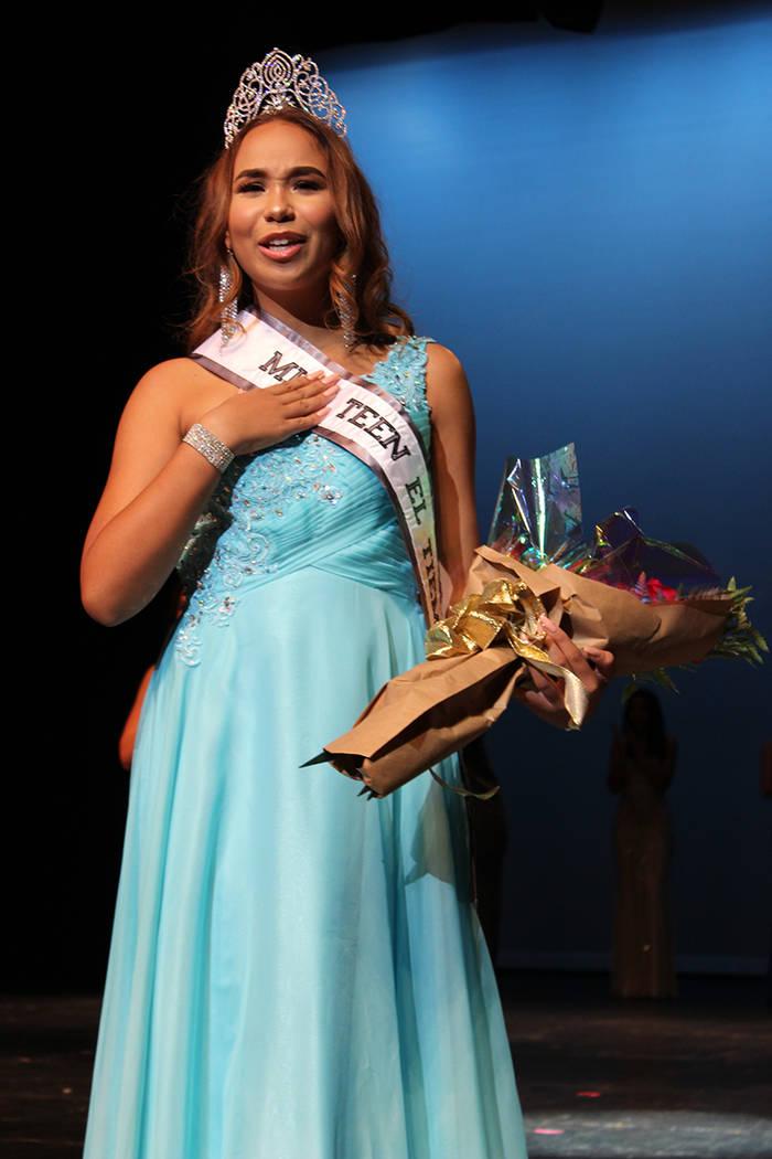 Catherine Mosquera, Miss Teen El Tiempo, fue coronada por Lauren York, Miss Nevada USA 2017, en el Lowden Theater, el sábado 7 de octubre, 2017, Las Vegas. | Foto Cristian De la Rosa / El Tiempo.
