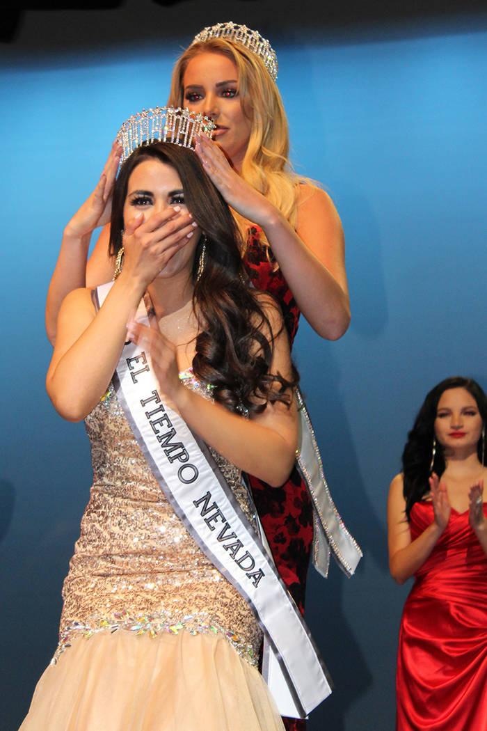 Diana Cervantes Miss El Tiempo, fueron coronadas por Lauren York, Miss Nevada USA 2017, en el Lowden Theater, el sábado 7 de octubre, 2017, Las Vegas. | Foto Cristian De la Rosa / El Tiempo.