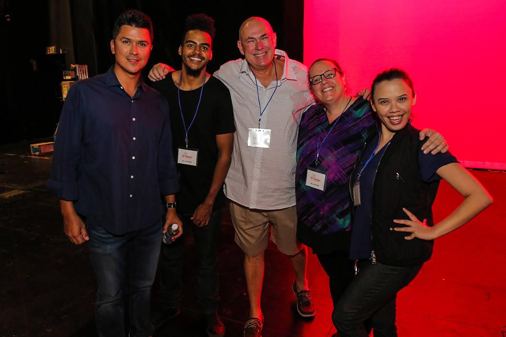 Organizadores y presentadores ensayaron previo al evento, el sábado 7 de octubre, 2017, en el Lowden Theater en Las Vegas. | Foto Thomas Tran photography / Especial para El Tiempo.