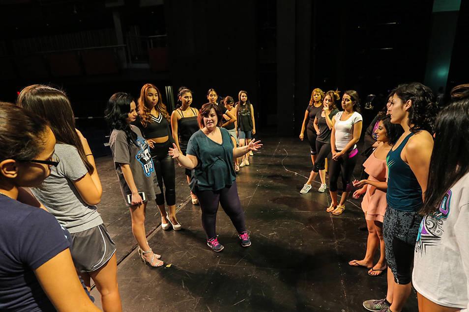 Las participantes del certamen Miss El Tiempo y Miss Teen El Tiempo 2018, ensayaron junto a la coreógrafa Rebecca Kernes previo al evento, el sábado 7 de octubre, 2017, en el Lowden Theater en L ...