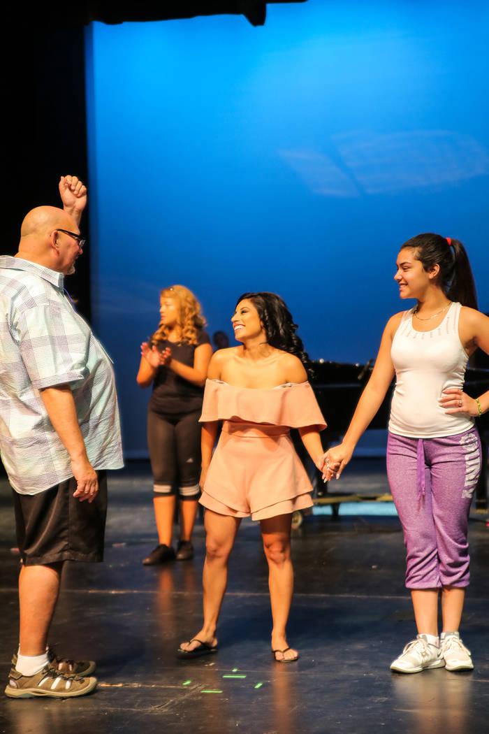 Las participantes del certamen Miss El Tiempo y Miss Teen El Tiempo 2018, ensayaron previo al evento, el sábado 7 de octubre, 2017, en el Lowden Theater en Las Vegas. | Foto Thomas Tran photograp ...