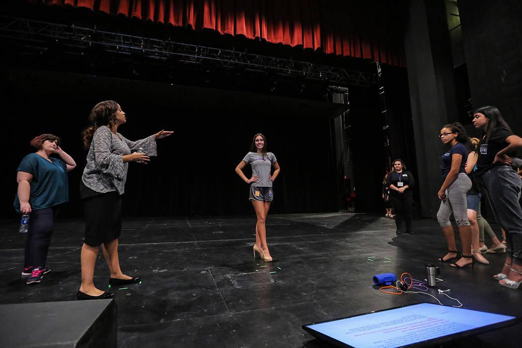 Las participantes del certamen Miss El Tiempo y Miss Teen El Tiempo 2018, ensayaron junto a la Pageant Coach Millena Gay previo al evento, el sábado 7 de octubre, 2017, en el Lowden Theater en La ...
