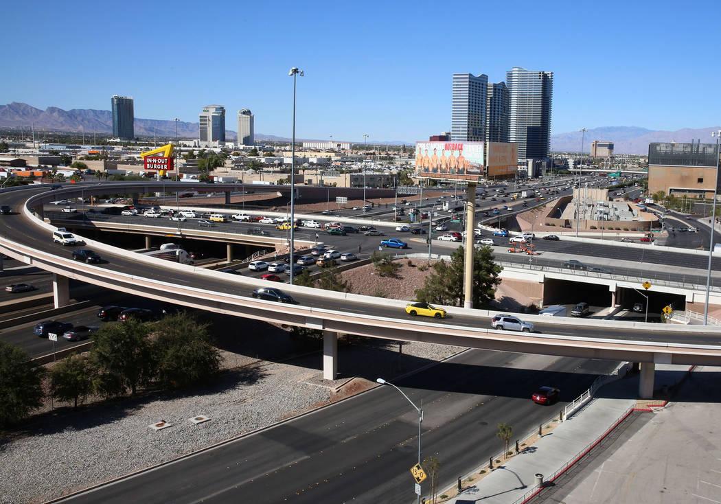 Los viajeros en el Intercambio de la Avenida Tropicana en la Interestatal 15, Lunes 9 de octubre de 2017, en Las Vegas. Bizuayehu Tesfaye Las Vegas Review-Journal @bizutesfaye