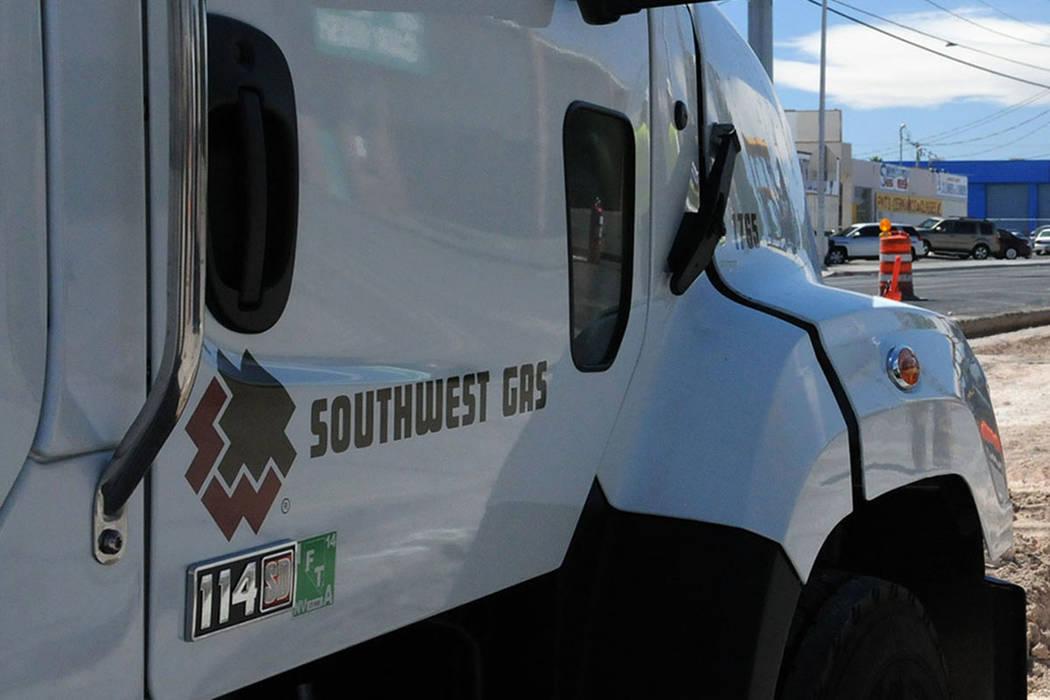Los reguladores de servicios públicos de Nevada aprobaron una sanción civil de 300,000 dólares contra la Southwest Gas Corp. por dos interrupciones de gas natural en el sur de Nevada en 2016. ( ...