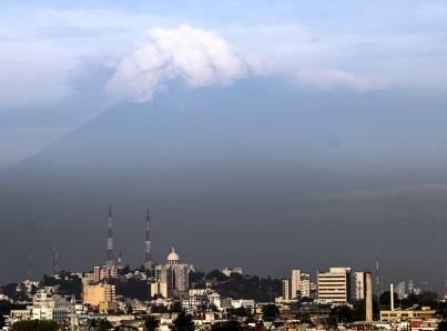 Cae ceniza del Popocatépetl en siete delegaciones de la capital mexicana. Foto Notimex