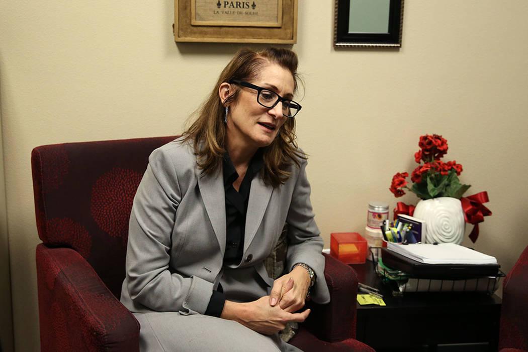La Dra. Trudy Gilbert-Eliot hace una pausa mientras habla durante una entrevista en su oficina de Las Vegas el martes, 10 de octubre de 2017. Bizuayehu Tesfaye Las Vegas Review-Journal @bizutesfaye