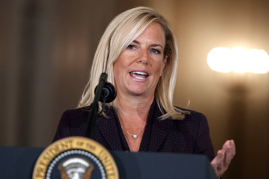 Kirstjen Nielsen, nominada por el presidente Donald Trump como la próxima secretaria de Seguridad Nacional, habla durante un evento en la Sala Este de la Casa Blanca, el jueves 12 de octubre de 2 ...