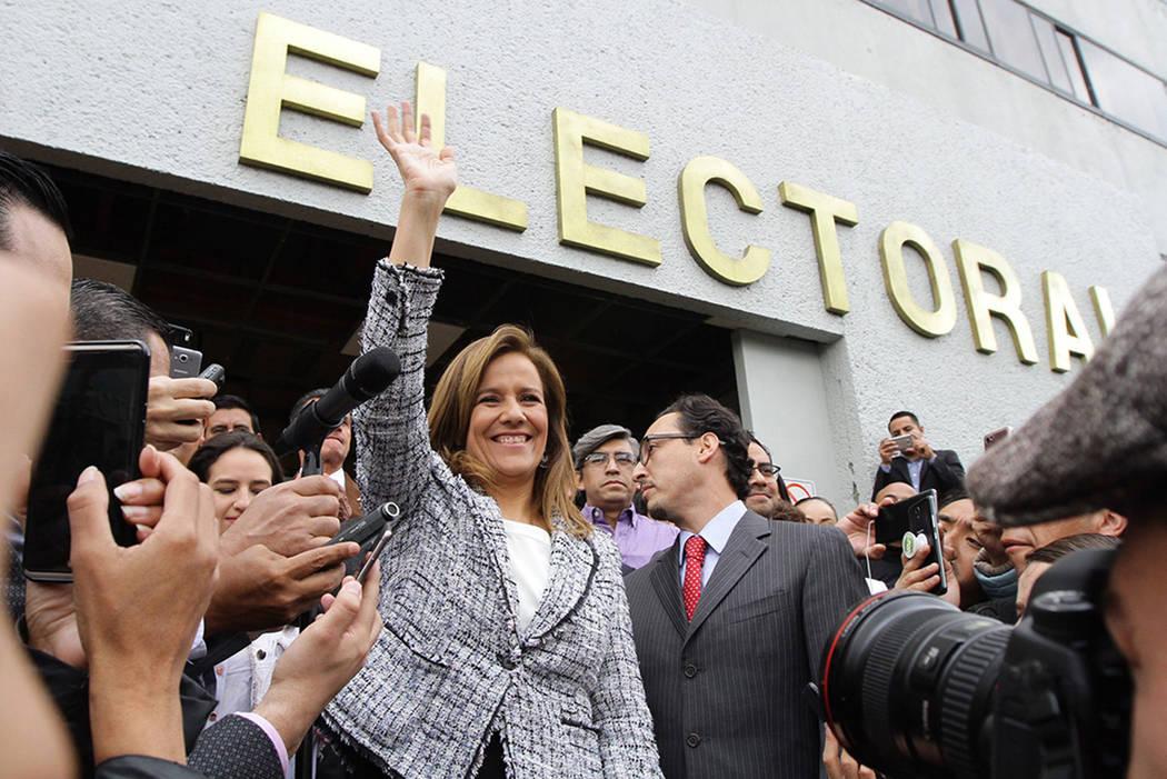 Margarita Ester Zavala Gómez del Campo se registró ante el Instituto Nacional Electoral (INE) como aspirante a una candidatura presidencial independiente para 2018. 12 de octubre de 2017 en Ciud ...