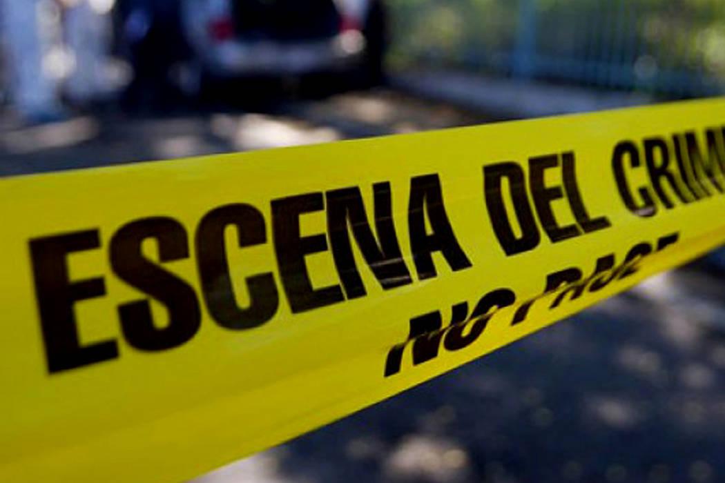 Los peritos forenses han iniciado las labores para determinar las causas de la muerte y la identificación de los cuerpos, que se presume corresponden al padre de 51 años, la madre de 43, un hijo ...