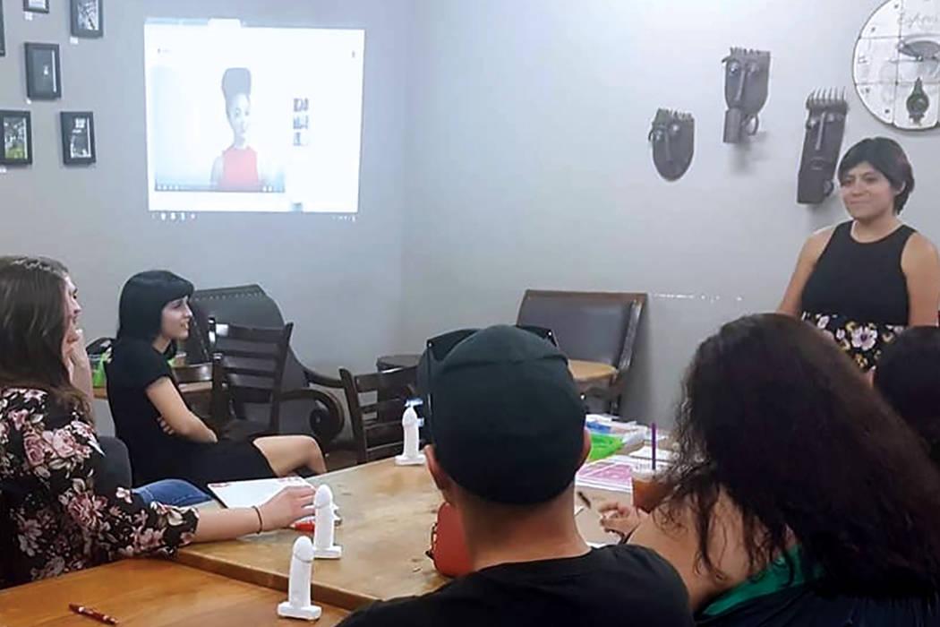 Otra actividad realizada por el grupo estudiantil SURJ fue una sesión para abordar aspectos importantes de la salud sexual. Foto Cortesía.