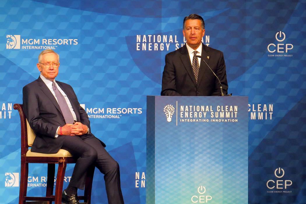 El exsenador Harry Reid y el gobernador Brian Sandoval fueron los anfitriones de la Cumbre Nacional de Energía Renovable. Viernes 13 de octubre en el hotel y casino Bellagio. Foto El Tiempo.