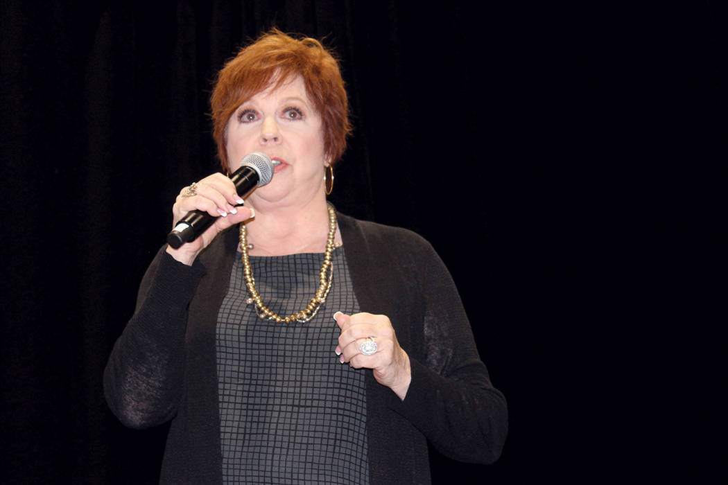 "Vicki Lawrence, con su presentación ""Life is too short to take it too Seriously"", lo que en español traduce, -La Vida es muy corta para tomarla muy en serio-, fue la más aplaudida del event ..."