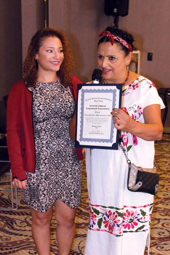 Rosita Castillo (derecha), gerente de promotores de salud de Planned Parenthood, dijo que el sida no es exclusiva de la comunidad gay. Fotos The Center, octubre 14, 2017, en Las Vegas, Nevada. | C ...