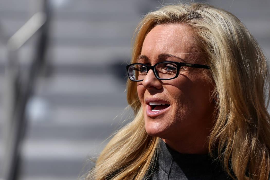 Cheryl Sheppard, madre de Rachel Sheppard, habla frente al Centro de Justicia Regional del Condado de Clark en Las Vegas, el viernes 13 de octubre de 2017. La familia de Rachel Sheppard, quien rec ...