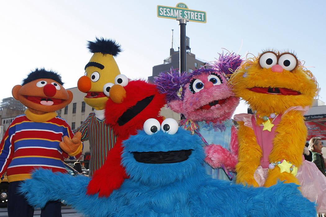 Personajes de Sesame Street Live aparecen en la calle de Madison Square Garden para celebrar el 30 aniversario de los shows de la gira en vivo basados en la serie de televisión de PBS en Nueva Yo ...