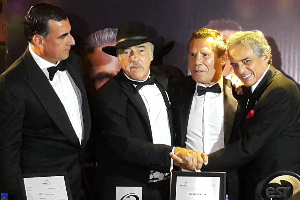 José José, Andrés García y Julio César Chávez promocionan Baja California para continuar fomentando el turismo en este estado mediante un anuncio publicitario que realizó el Grupo Aries, Ti ...
