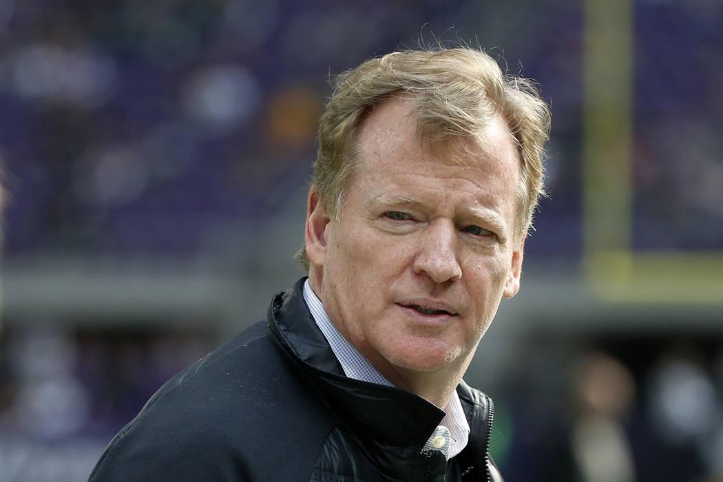 El comisionado de la NFL, Roger Goodall. | Foto AP/ Bruce Kluckhohn.