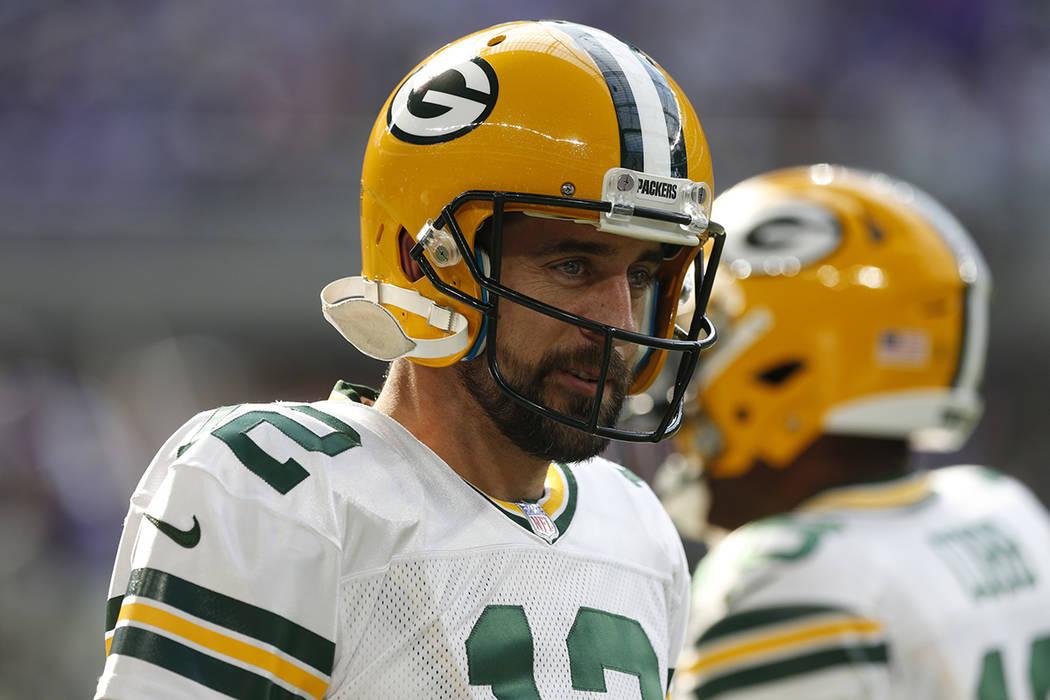 El mariscal de campo de los Green Bay Packers Aaron Rodgers (12) antes de un partido de fútbol de la NFL contra los Minnesota Vikings en Minneapolis, el domingo 15 de octubre de 2017. | Foto AP/  ...