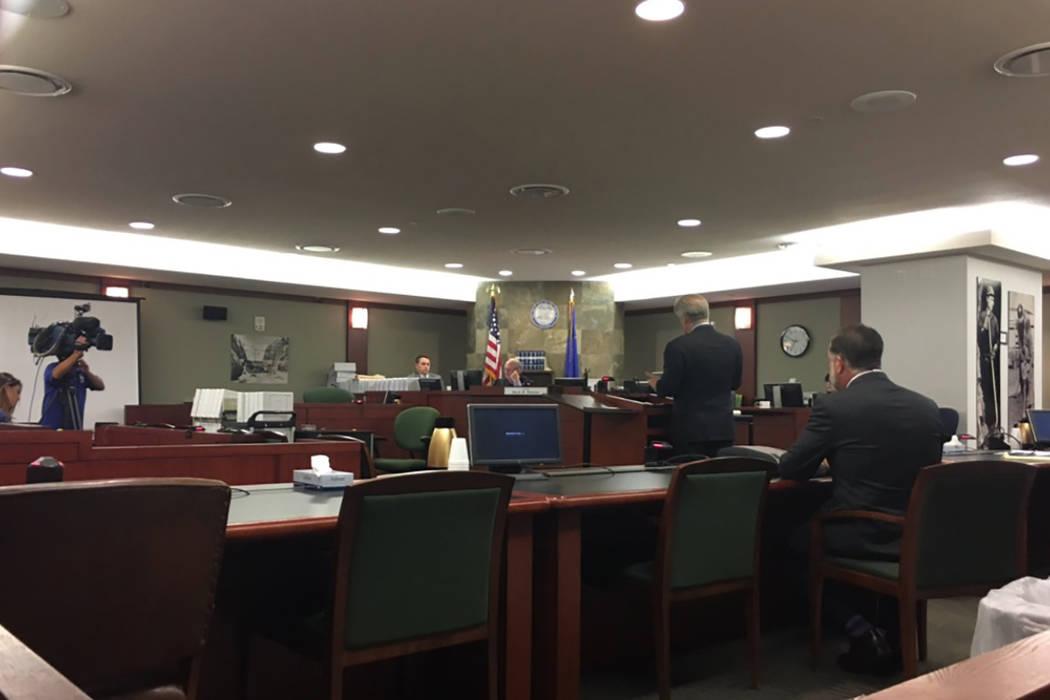 El juez de Las Vegas, Mark Denton, escucha argumentos sobre la orden de restricción temporal para preservar la evidencia en la masacre de la Cosecha 91. David Ferrara Las Vegas Review-Journal