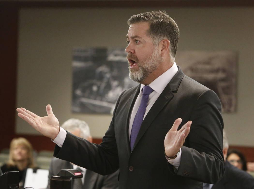 Brian Nettles, abogado de Rachel Sheppard, quien recibió un disparo tres veces durante el tiroteo masivo en octubre, aparece ante un juez en el Centro Regional de Justicia el jueves 19 de octubre ...