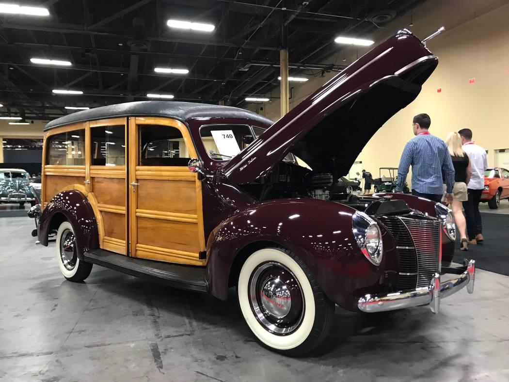 Coches exhibidos en la subasta de autos Barrett -Jackson en Las Vegas el jueves 19 de octubre de 2017. (Todd Prince / Las Vegas Review-Journal)