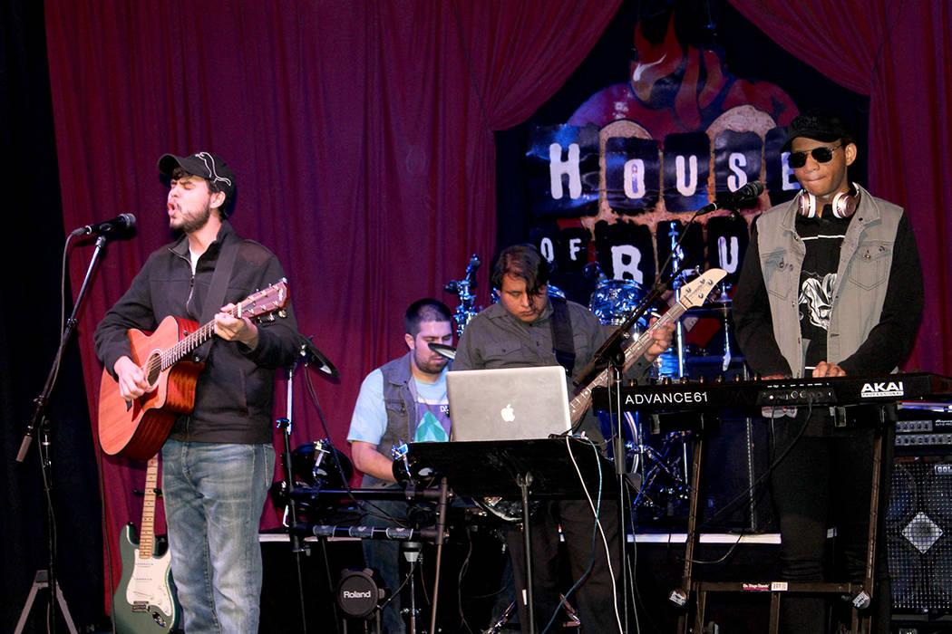Los 5 integrantes de la agrupación son débiles visuales que asisten a The Blind Center de Nevada. 21 de octubre en el restaurante del House of Blues.   Foto Cristian De la Rosa / El Tiempo.