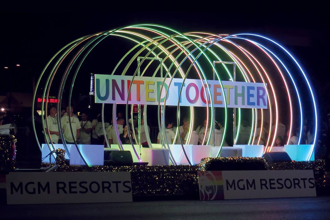 PRIDE 10, 11 Y 12: El centro de Las Vegas se iluminó con los colores del arcoíris, símbolo de la bandera gay. Viernes 20 de octubre en el centro de Las Vegas.   Foto Anthony Avellaneda / El Tiempo.