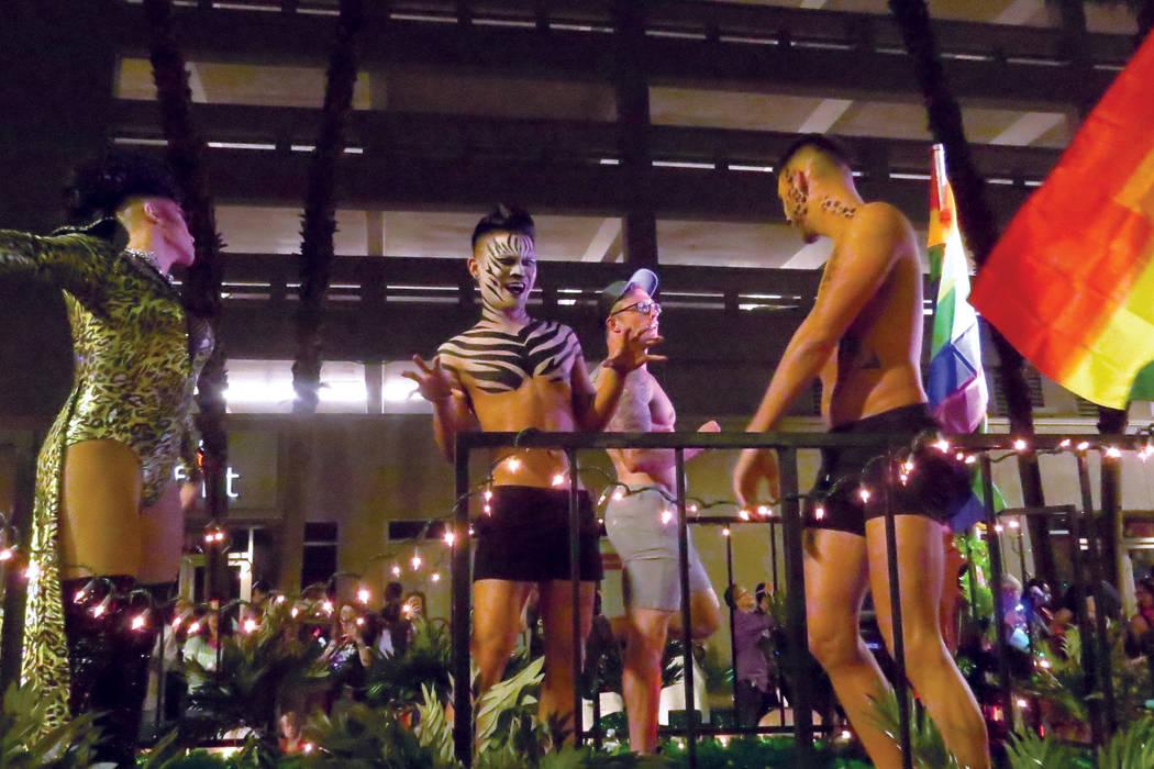 La comunidad que se identifica como LGBTQ celebró este desfile con alegría. Viernes 20 de octubre en el centro de Las Vegas.   Foto Anthony Avellaneda / El Tiempo.