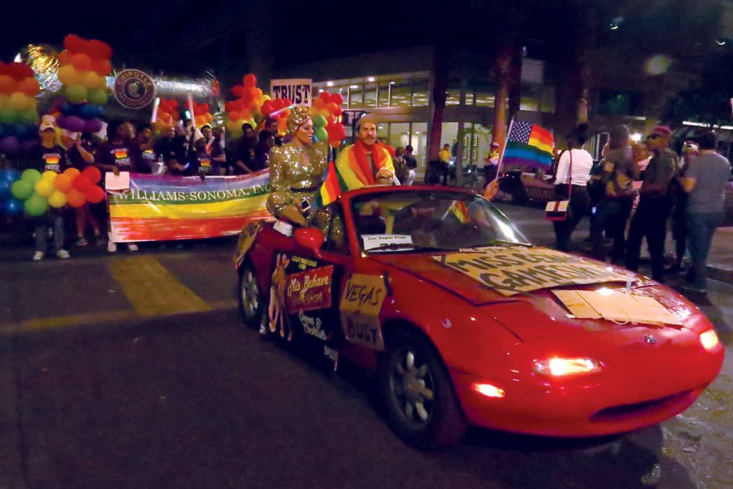 La comunidad que se identifica como LGBTQ celebró este desfile con alegría. Viernes 20 de octubre en el centro de Las Vegas. | Foto Anthony Avellaneda / El Tiempo.