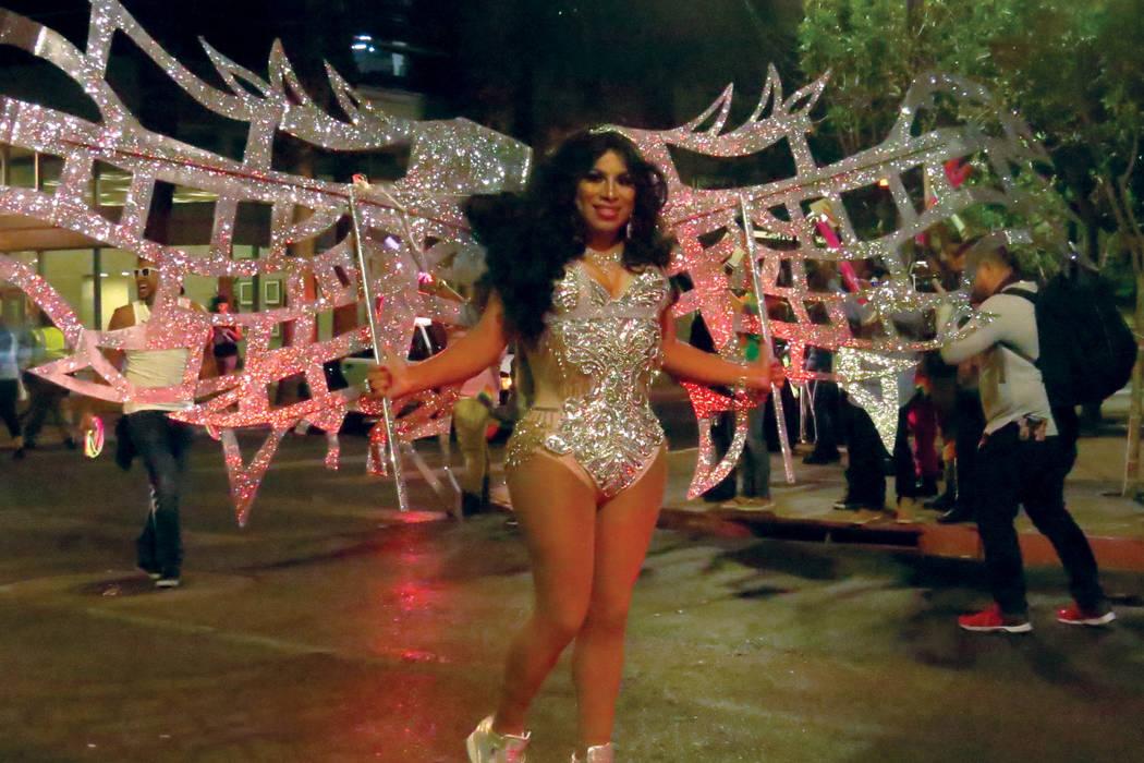 Los participantes lucieron coloridos vestuarios durante el desfile. Viernes 20 de octubre en el centro de Las Vegas.   Foto Anthony Avellaneda / El Tiempo.