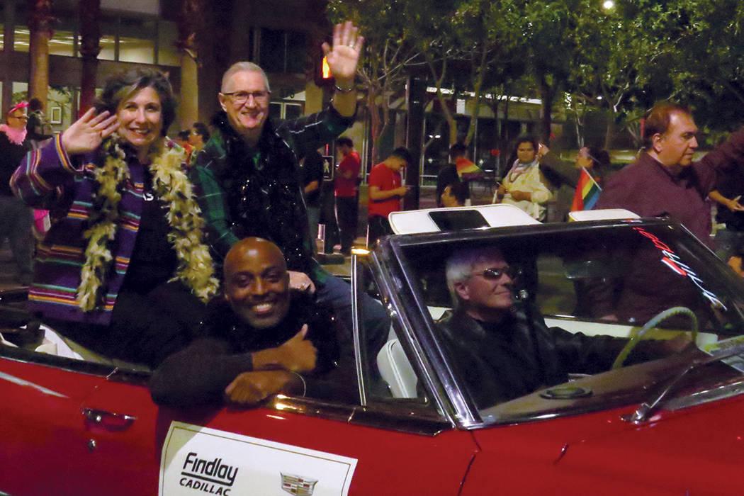 Distintas empresas se sumaron al desfile participando con carros alegóricos y una gran cantidad de trabajadores. Viernes 20 de octubre en el centro de Las Vegas.   Foto Anthony Avellaneda / El Ti ...