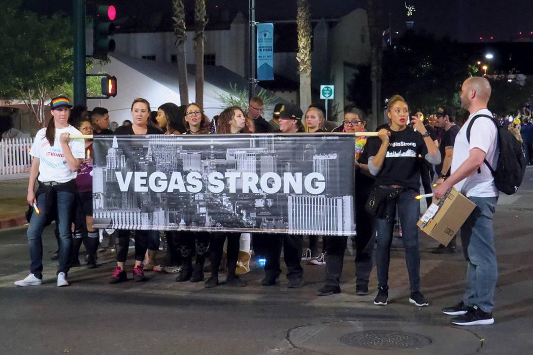 La frase #VegasStrong fue utilizada por la mayoría de los participantes. Viernes 20 de octubre en el centro de Las Vegas.   Foto Anthony Avellaneda / El Tiempo.
