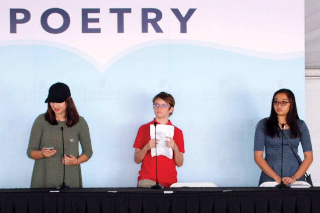 En esta edición jóvenes de 9 a 12 años de edad pudieron presentar poemas de su autoría. Fotos, sábado 21 de octubre en Historic Fifth Street School, Las Vegas. | Foto Cristian De la Rosa / El ...