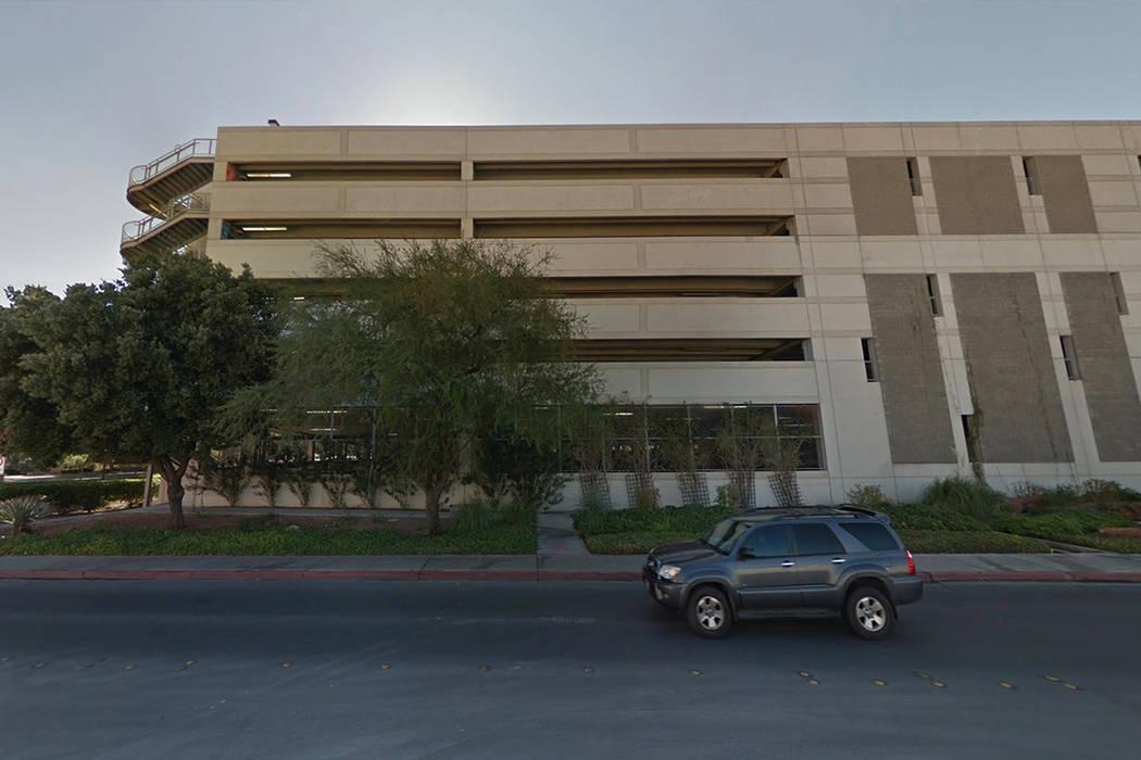 Cottage Grove Parking Garage en UNLV. (Google Street View)