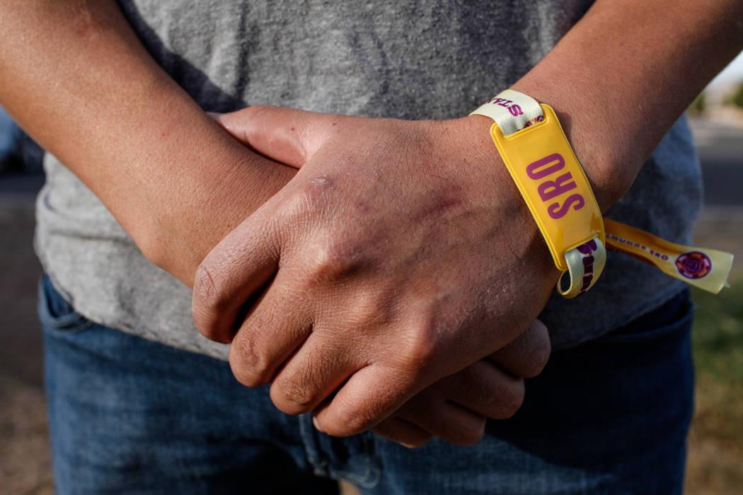 Alex, un inmigrante mexicano indocumentado cuyo apellido fue retenido por razones de privacidad, en el Silver Bowl Park de Las Vegas, el viernes 20 de octubre de 2017. Alex está solicitando una v ...