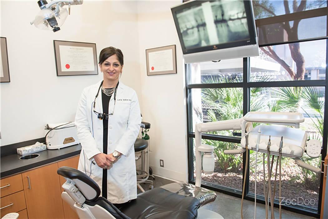 """La Dra. Katayoun """"Katy"""" Barin era una dentista muy conocida en Las Vegas y en la comunidad odontológica. Ella murió el 12 de octubre de 2017, después de luchar contra el cáncer de colon. (NEA  ..."""