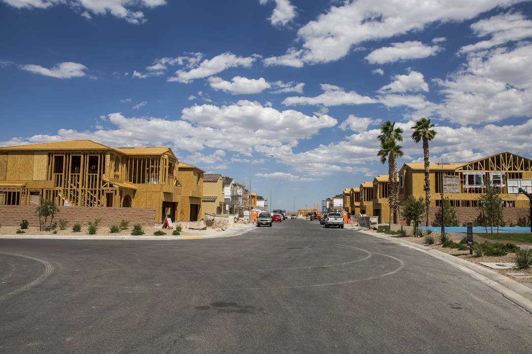 Estructuras de viviendas nuevas de Century Communities en el suroeste de Las Vegas el miércoles, 9 de agosto de 2017. Patrick Connolly Las Vegas Review-Journal @PConnPie