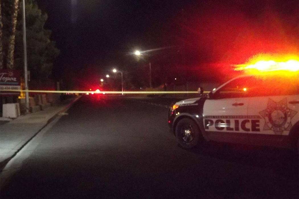 El informe de accidentes fatales de Metro está investigando un accidente de motocicleta en Topaz Street, cerca de Tropicana Avenue, el martes 24 de octubre de 2017. (Max Michor / Las Vegas Review ...