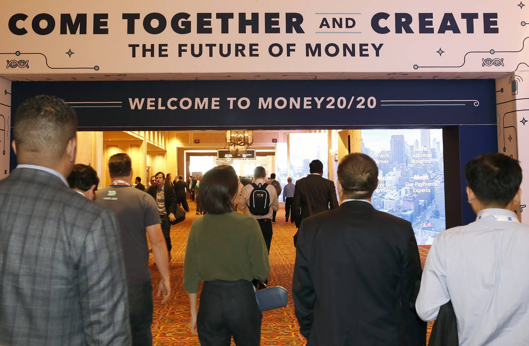 Los asistentes llegan a la conferencia Money 20/20 2017 en el Sands Expo and Convention Center el lunes 23 de octubre de 2017 en Las Vegas.  Las Vegas Review Journal  Bizuayehu Tesfaye @bizutesfaye
