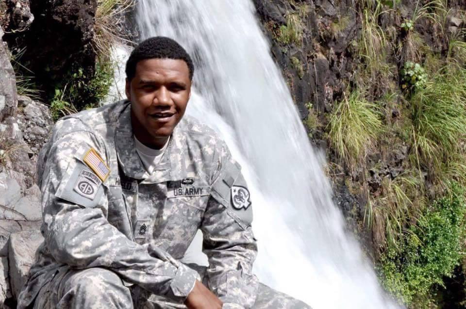 El entrenador nacional de deportes juveniles, Charleston Hartfield, era miembro de la Guardia Nacional de Nevada y un oficial de policía de Metro fuera de servicio cuando fue asesinado en el conc ...
