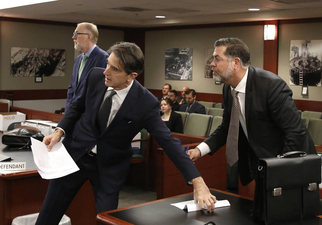 Los abogados que representan a MGM Resorts International, Todd Bice, izquierda, Michael Doyen y Brian Nettles, a la derecha, abogado de Rachel Sheppard, quien recibió tres disparos durante el tir ...