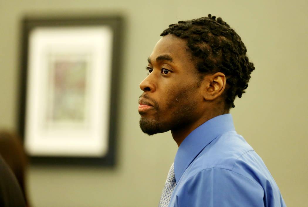 Bryan Clay, acusado de violar y matar a una mujer y a su hija de 10 años, durante la selección del jurado para su juicio en el Centro de Justicia Regional en Las Vegas el 26 de octubre de 2017.  ...